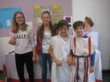 Fast echte Römer in der Tunika