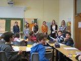 Die Studenten erklären das Projekt.